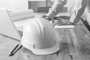 Planer beim Kostenvoranschlag vor Bauausführung