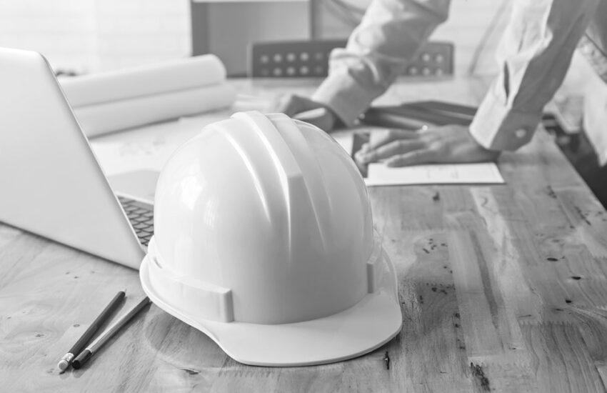 Planer beim Kostenanschlag vor Bauausführung